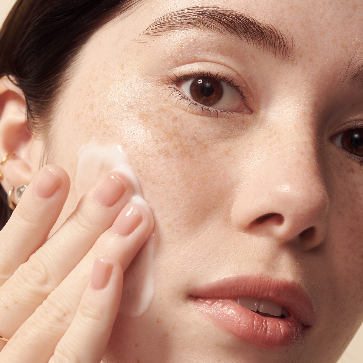 PDP_HydratingCleanser_Application